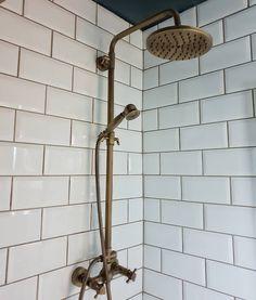 Useful Walk-in Shower Design Ideas For Smaller Bathrooms – Home Dcorz Brass Bathroom Fixtures, Shower Fixtures, Bronze Bathroom, Bathroom Vanity Lighting, Bathroom Faucets, Concrete Bathroom, Washroom, Modern Shower, Modern Bathroom