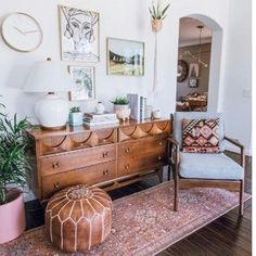 Because the living room is the reception room par excellence, the choice of furniture and decoration is particularly important. Our living room is also a cocoon from which the… Continue Reading → Moroccan Decor Living Room, Boho Living Room, Home Decor Bedroom, Living Room Decor, Bohemian Living, Bohemian Decor, Bedroom Ideas, Bohemian Homes, Bedroom Inspo