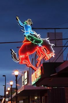 Mint Bar, Sheridan, Wyoming: went here when I lived on the ranch in shell! Mint Bar, Neon Licht, Vintage Neon Signs, Vintage Art, Wyoming Cowboys, American Diner, Foto Fashion, Cowboy Art, Cowboy Pics