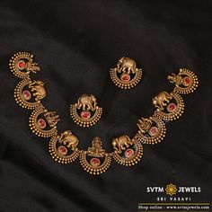 Luring this yellow gold necklace and earring set that will go well with ethnic wear. Add a touch of charm to your festive occasions with this elegant set. Jewelry Design Earrings, Gold Earrings Designs, Necklace Designs, Geek Jewelry, Jewelry Sets, Fashion Jewelry, Hoop Earrings, Gold Temple Jewellery, Indian Gold Jewellery