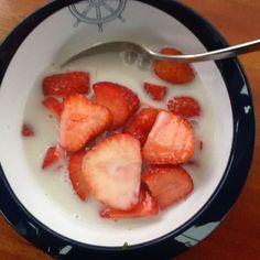 Friske Jordbær med havremælk.