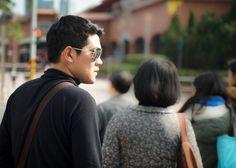 Candid. Shot by @justinmonteron.  #Asia #Taiwan #Taipei #Travel #Travelgram #Instatravel #Vacation #Instavacation #Travelphoto #Instadaily #Instagood #Bestoftheday #City #Tourist #Fashion #Style #Candid #Sunglasses #StreetPhotography by jihadmariano
