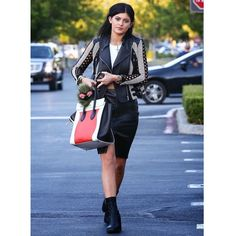 @kyliejenner street style inspiration!! #coolhunting #annabarrosocuration #fashioncurator