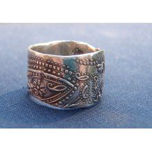 I like the simplicity of silver or white gold and have always loved a clean  paisley pattern