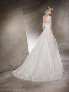 HAVANA is an adorable princess wedding dress that will win you over with delicate tulle and lace work, embroidery and gemstones San Patrick, Havana, La Sposa Wedding Dresses, Bridal Gowns, Wedding Details, Designer Dresses, One Shoulder Wedding Dress, Tulle, Chiffon