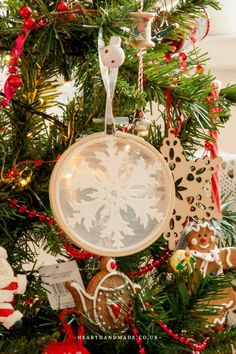 Basic shabby chic decor display to refreshing cool guide. Please View this post image example 1218657578 immediately now. Easy Christmas Decorations, Easy Christmas Crafts, Christmas Themes, Holiday Decor, Christmas Stuff, Christmas Ornaments, Slim Christmas Tree, Simple Christmas, Shabby Chic Christmas