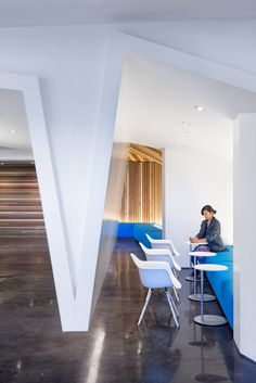 Inside Autodesk's New San Francisco Offices - Office Snapshots Corporate Office Design, Corporate Interiors, Workplace Design, Office Interior Design, Office Interiors, Wall Seating, Lounge Seating, Lounge Areas, Visual Merchandising