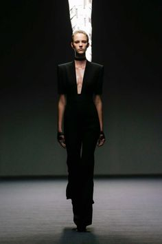 All the runway looks from Carla Zampatti: Sydney Australian Fashion Shows Spring/Summer I Love Fashion, Passion For Fashion, Fashion Beauty, Fashion Show, Women's Fashion, Carla Zampatti, Minimal Fashion, Minimal Style, Vogue Australia