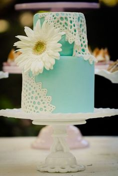 love this cake, it would be so great for a hippie, gypsy wedding you know i love the big daisy on top.  walking on sunshine:-)