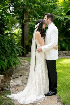 Gorgeous gown and veil combo | An Elegant Garden-Inspired Lavender Wedding