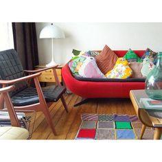 Colorful vintage meet modern, pretty isn't it? #decoration #roomdecor #cushion #vintagecushion #pillow #dekorasi #dekorasiruang #bantal #bantalhias #livingroom #livingroomdesign #livingroomdecoration #vintage #couch #ruangkeluarga #desainruangkeluarga