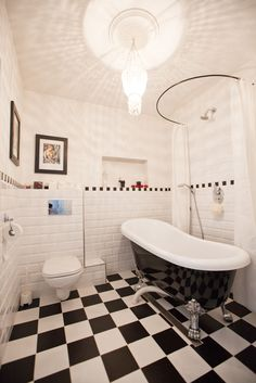 1000 images about retro bathrooms on pinterest retro for Funky bathroom wallpaper ideas