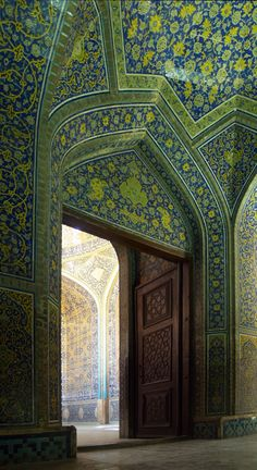 L-shaped entrance of Sheikh Lotf Allah Mosque, Isfahan, Iran. 1602-1619. فارسی: ورودی مسجد شیخ لطفالله اصفهان  Oct. 2007 Author-seier+seier