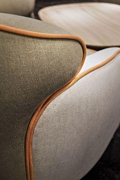 Poltrona imbottita in tessuto con braccioli POLPETTA by ESTEL GROUP design Favaretto