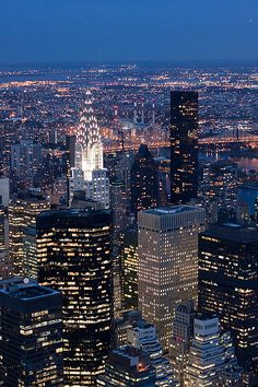 Las luces de Nueva York by jsmoral, via Flickr- Whatever the language, this is New- York