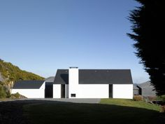 House at Goleen / Niall McLaughlin Architects modern barn Minimal Architecture, Residential Architecture, Contemporary Architecture, Architecture Design, House Extension Ireland, Arch House, Rural House, Modern Barn, Architect House