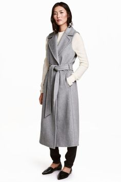 Long sleeveless coat