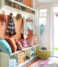 Mudroom - Design photos, ideas and inspiration. Amazing gallery of interior design and decorating ideas of Mudroom in laundry/mudrooms by elite interior designers - Page 4 Chic Beach House, Beach House Decor, Beach House Colors, Home And Deco, Decor Pillows, Throw Pillows, Decorative Pillows, Fluffy Pillows, My New Room