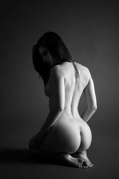 I also like this pose... by mjranum.deviantart.com on @deviantART