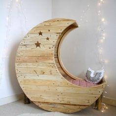 25 Cute and Cozy Kids' Reading Nooks, like reading on the moon (via Lesapea).