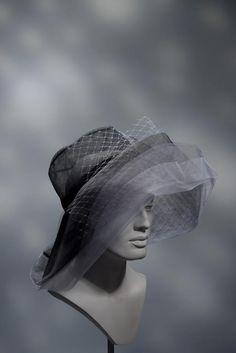 Stephen Jones Millinery SS 2016 Miss Jones Fascinators, Headpieces, Safari Wedding, Designer Hats, Stephen Jones, Pin Up Looks, Women's Hats, Love Hat, Cool Hats
