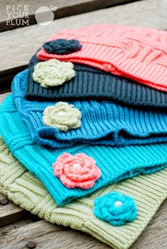 Knitted flower beanies $2 | Pick Your Plum
