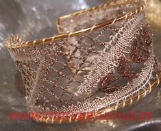 Trabajos propios Lace Heart, Lace Jewelry, Bobbin Lace, Lace Detail, Cuff Bracelets, Mj, Bobbin Lacemaking, Zaragoza, Bias Tape