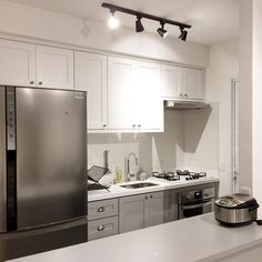 """698 curtidas, 33 comentários - Broco's Place (@brocosplace) no Instagram: """"Bem que ela podia ficar limpinha assim sempre, né? ✨ . #cozinha #cozinhaamericana #kitchen…"""""""