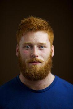 Barba curta cheia. Veja mais estilos de barba no blog Marco da Moda