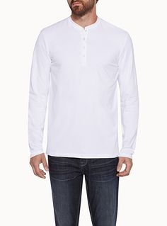 Exclusively from Le 31 for men     Must-have everyday piece   Buttoned crew neck   Very comfortable stretch cotton jersey    The model is wearing size medium
