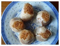 Another type of dumpling: Shao Mai (烧卖),  steamed glutinous rice, wrapped by thin dough skins, seasoned with salt and pepper.