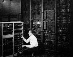 ENIAC 1946 por muitos considerado o verdadeiro primeiro computador digital   Criação de Sites   Construção de Sites   Web Design   SEO   Portugal   Algarve    http://www.novaimagem.co.pt