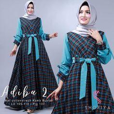 Image may contain: 2 people, people standing Batik Fashion, Abaya Fashion, Fashion Dresses, Dress Batik Kombinasi, Hijab Fashion Summer, Gown Party Wear, Hijab Style Dress, Muslim Women Fashion, Muslim Dress