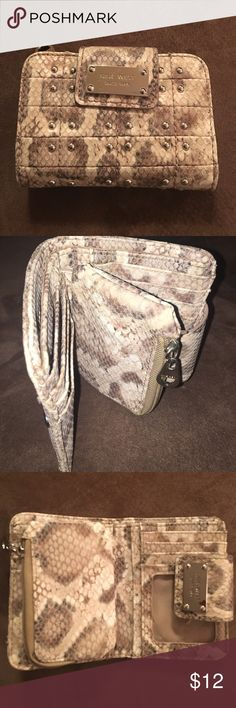 Nine West fashion wallet Great condition! Change pouch, bill fold, and plenty of space for plastic. Nine West Accessories
