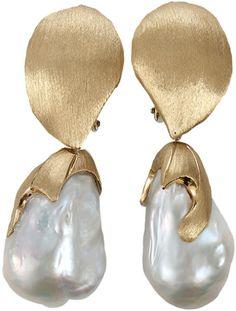 Yvel White Baroque Freshwater Pearl Drop Earrings in Gold (YLWGOLD) - Lyst