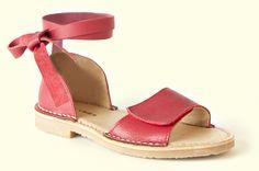 Zapatos y sandalias para niños de la marca De Vries http://www.minimoda.es