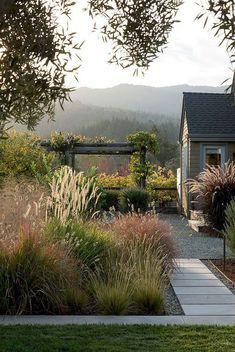 Amazing Gardens, Beautiful Gardens, Unique Garden, Natural Garden, Front Yard Design, Garden Cottage, Cottage Front Yard, Garden Landscape Design, Landscape Grasses