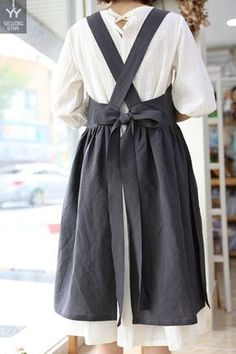 Chef Dress, Apron Dress, Retro Apron, Aprons Vintage, Sewing Aprons, Sewing Clothes, Linen Apron, Medieval Clothing, Gothic Clothing