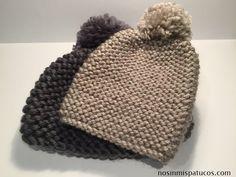 Gorro tejido con dos agujas usando la técnica de punto musgo o punto bobo. Agujas de punto del número 6, ovillo de lana, tijeras, aguja lanera, pon pon Knitting For Kids, Knitting Projects, Baby Knitting, Crochet Projects, Crochet Baby Hats, Knitted Hats, Knit Crochet, Cute Winter Hats, Cute Hats
