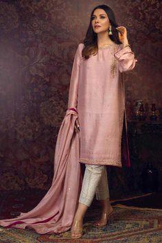 Pakistani Formal Dresses, Pakistani Fashion Party Wear, Pakistani Dress Design, Pakistani Outfits, Indian Fashion, Pakistani Kurta, Indian Outfits, Pakistani Designer Suits, Fancy Dress Design