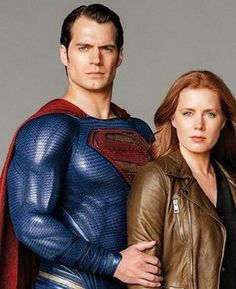 This new promo pic from @batmanvsuperman made me remember some promo pics from Superman Returns (Brandon Routh) or Lois & Clark (Dean Cain). -- #HenryCavill  #AmyAdams