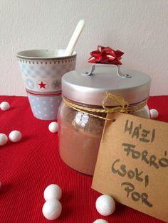 Minden benne van, ami a tökéletes forró csokihoz kell. Ráadásul szuper kis gasztroajándékot készíthetünk anélkül, hogy különösebben megterhelnénk...
