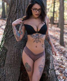 @nattybohh by @legendaryvance #womenwithink #womenwithtattoos #sleeve #sleevetattoo #thightattoo #legtattoo #armtattoo #blackwork #ink #inked #inkedgirls #inkedmodels #inkedwomen #tattoo #tattoos #tattooed #tattooedgirls #tattooedwomen #sternumtattoo