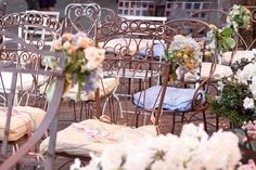 cadeiras bonitinhas com flores