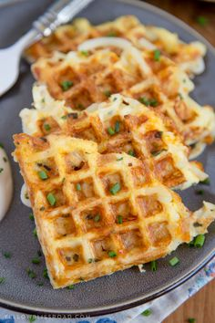 Egg & Cheese Hash Browns Waffles These easy, cheesy hash brown waffles are just the hack you need to simplify your breakfast routine! Who doesn't love a quick and easy breakfast? More from my siteEgg & Cheese Hash Brown Waffles Breakfast Dishes, Breakfast Recipes, Breakfast Ideas, Breakfast Potatoes, School Breakfast, Breakfast Waffles, Mexican Breakfast, Pancake Recipes, Breakfast Sandwiches