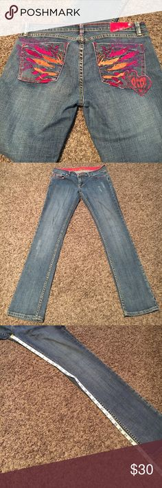 Embellished pockets Pepe Jeans 32 Gently worn, excellent condition, no flaws, smoke free. 🛍Open to reasonable offers ONLY please! I will not consider unreasonable offers that are half the asking price. No trades. No Modeling. And please keep in mind Poshmark sets the $6.49 flat rate shipping. Thank you!☺ Pepe Jeans Jeans Straight Leg