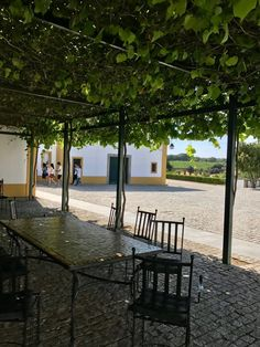 Alentejo, Portugal - Dicas de Viagem: Évora, Hotéis, Herdades e Restaurantes Portugal, Outdoor Furniture Sets, Outdoor Decor, Home Decor, Homesteads, Travel Tips, Etchings, Restaurants, Home Interior Design