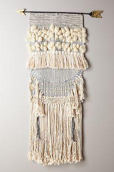 Handwoven Arrow Tapestry - anthropologie.eu