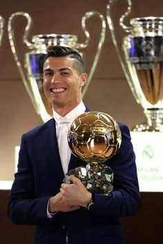Cristiano Ronaldo beats Lionel Messi to win Fifa best player award! Cristiano Ronaldo Cr7, Cr7 Messi, Cristiano Ronaldo Wallpapers, Cristano Ronaldo, Lionel Messi, Good Soccer Players, Football Players, Football Soccer, France Football
