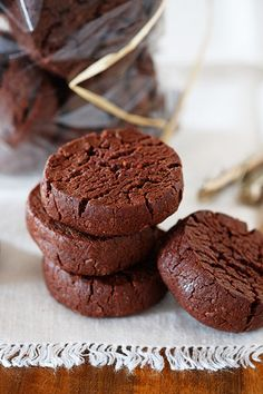 Biscotti al cioccolato e fleur de sel con avocado
